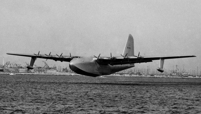 Hughes-H-4-Hercules-Spruce-Goose-In-Flight