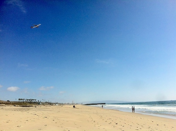 LAX traffic over Playa del Rey's Dockweiler Beach