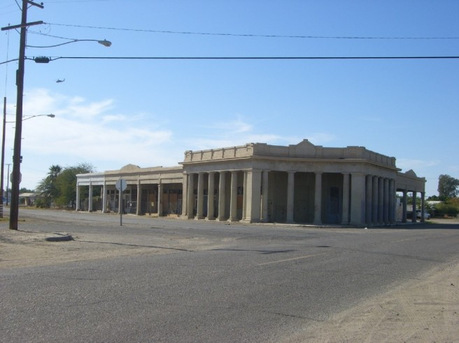 Building in Niland (image source: Bob and KC's Travels)
