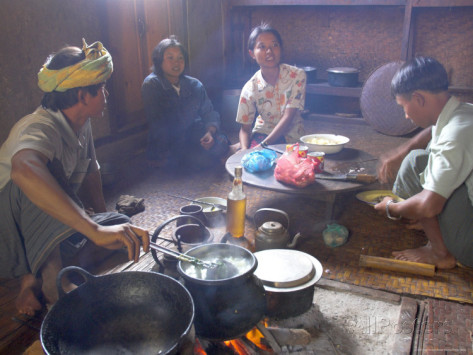 Family Cooking in Kitchen at Home, Village of Pattap Poap Near Inle Lake, Shan (Image source: Eitan Simanor)