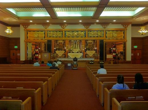 InsidetheHigashiHongwaji-Obon