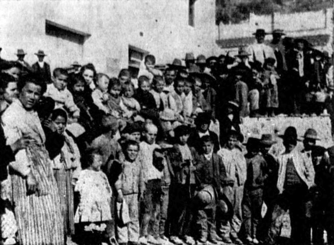 Spanish children disembarking from the SS Heliopolis in Honolulu, Hawaii -