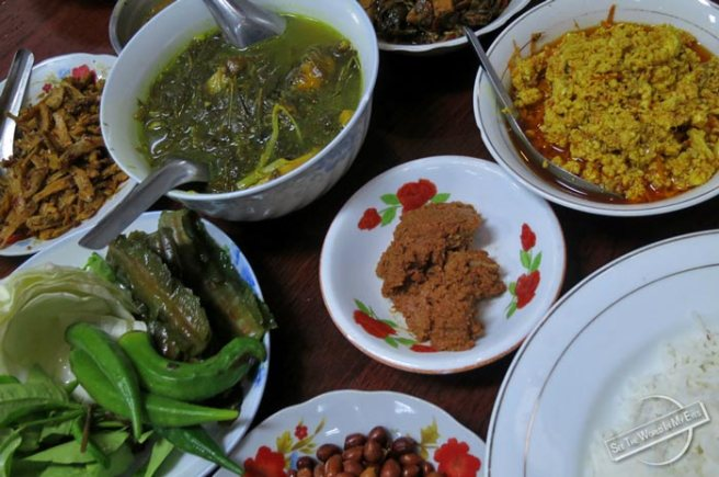 Big Meal including a Pot of Vegetable Soup in Shwebo (Image source: See The World in My Eyes -- Travel Blog)