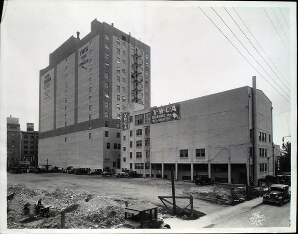Rear exterior of Hotel Figueroa, ca. 1940 (USC Digital Library)