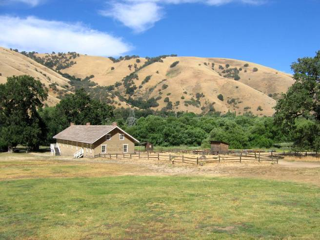 Fort_Tejon_Barracks_from_CO_Qtrs