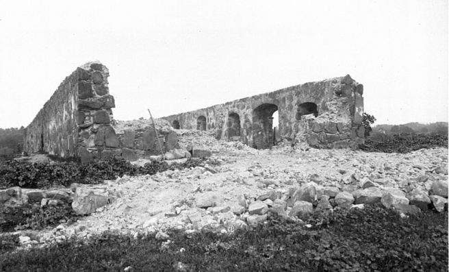 Ruins_of_the_walls_of_Mission_Santa_Margarita,_California,_ca.1906_(CHS-4065)