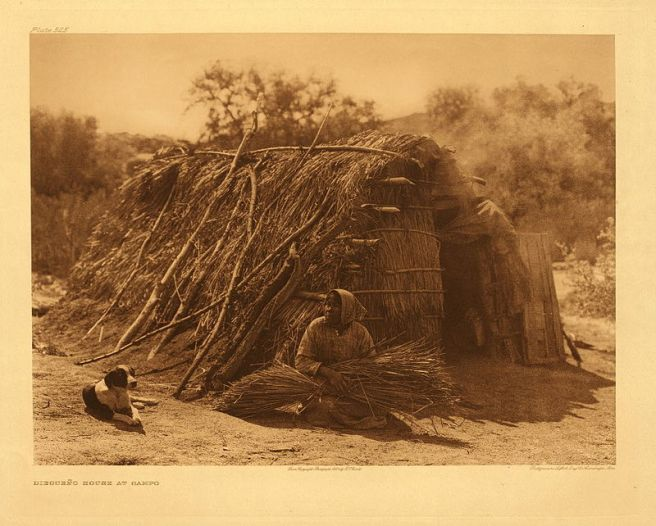 800px-Edward_S._Curtis_Collection_People_074