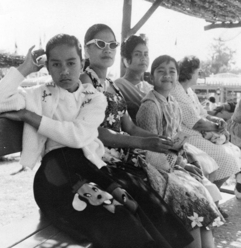 samoan-women-at-disneyland