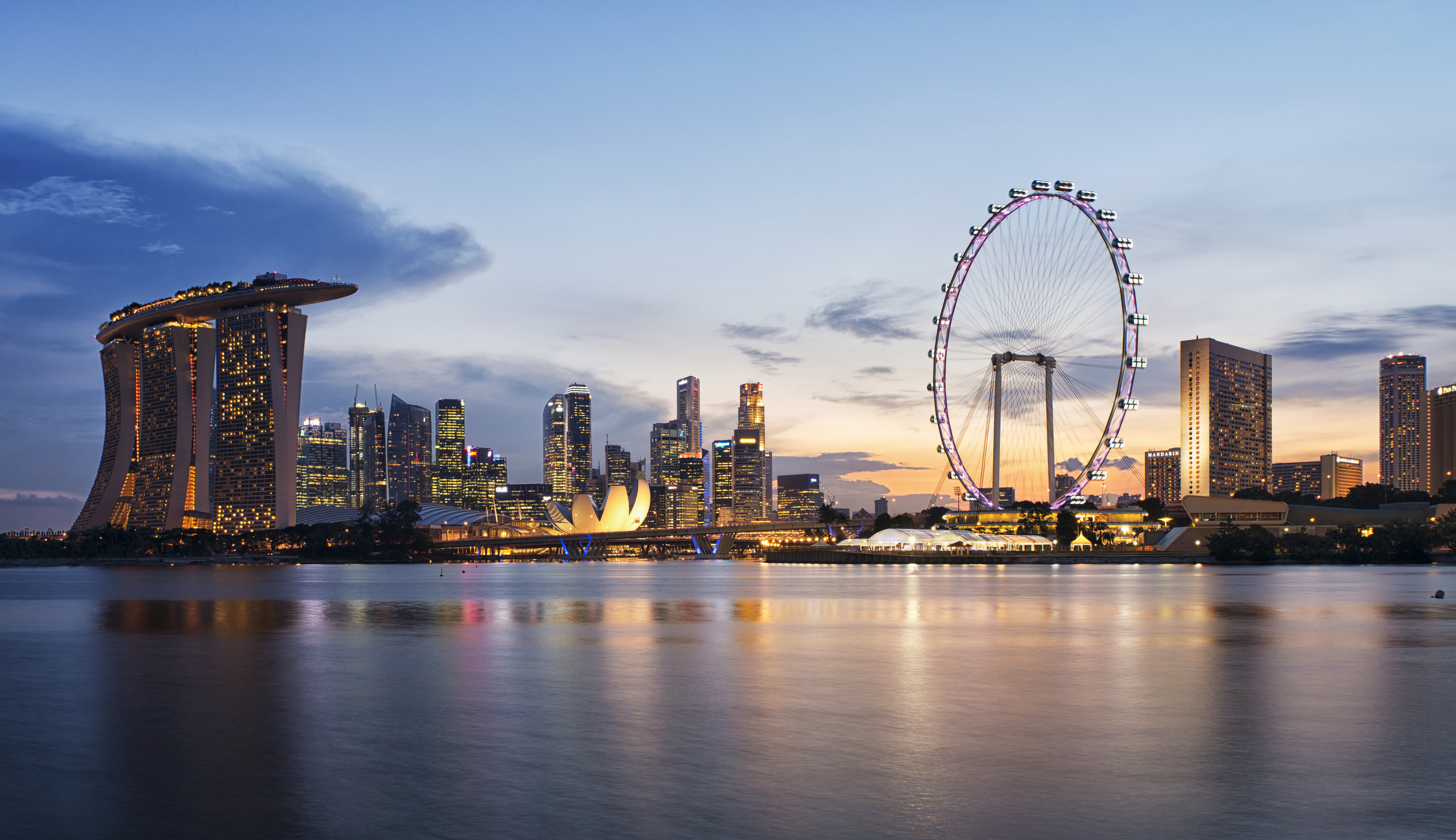 Singapore_skyline_at_sunset_viewed_from_Gardens_by_the_Bay_East_-_20120426.jpg