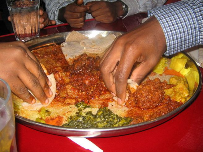 800px-Ethiopian_food
