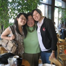 Loni Ding (center)
