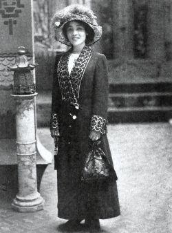 Tokuko Takagi (高木徳子) in magazine publicity photo, here she was labeled as Taku Takagi.