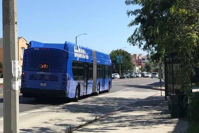 Big Blue Bus Rapid 7