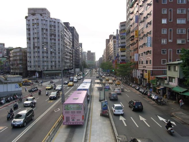 Bus lane in the middle of Roosevelt Road in Taipei, Taiwan